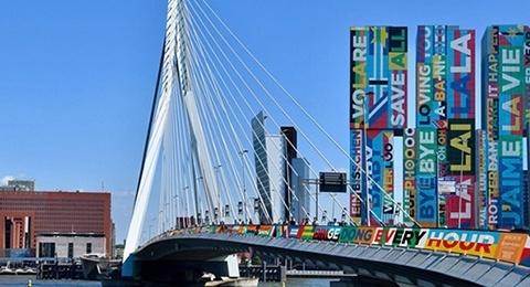 Hoofdafbeelding Circulaire Songfestivalvlaggen sieren de stad Rotterdam!